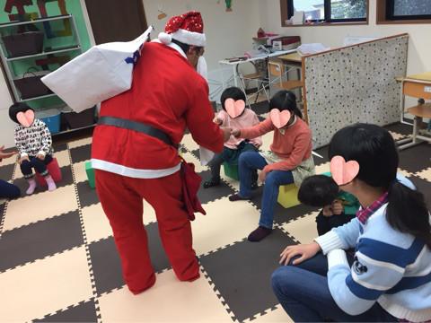 クリスマスにはサンタクロースも登場して子どもたちは大喜び!