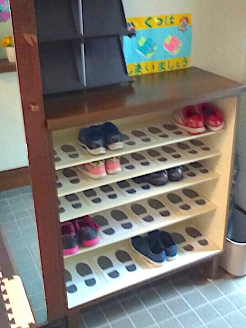 視覚情報を使って靴のしまい方を伝える